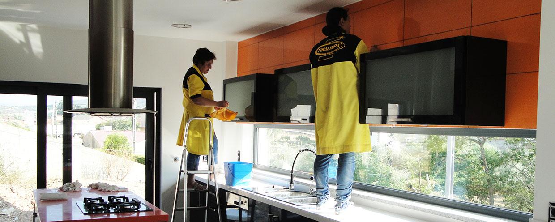 Tinalimpa – Empresa de Limpezas – Profissionais de Limpezas Coimbra