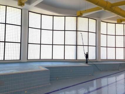 Tinalimpa - Serviços de Higiene e Limpeza - Profissionais de Limpeza em Coimbra - Puraqleen Lavagem de Vidros com Água Desmineralizada até 20 metros de altura